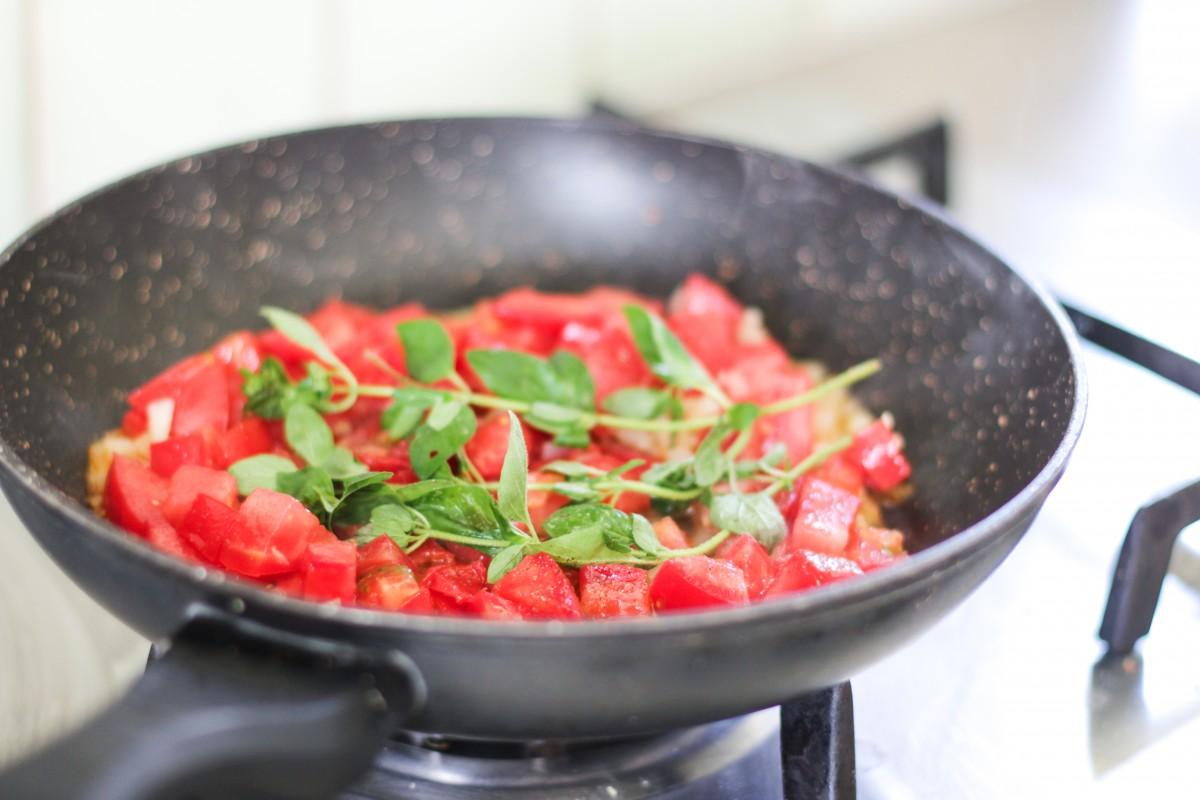 pomidorai keptuveje