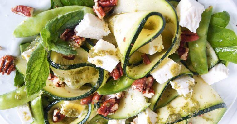 Cukinijų salotos su ožkos sūriu ir mėtų padažu