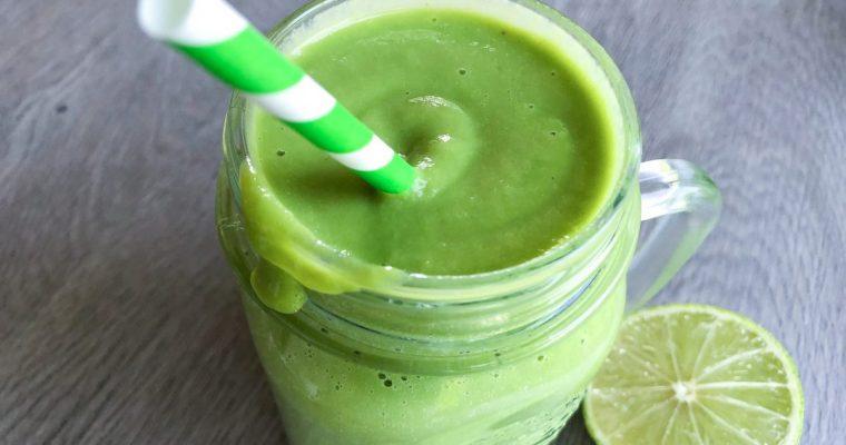 Žaliasis kokteilis su avokadu ir imbieru
