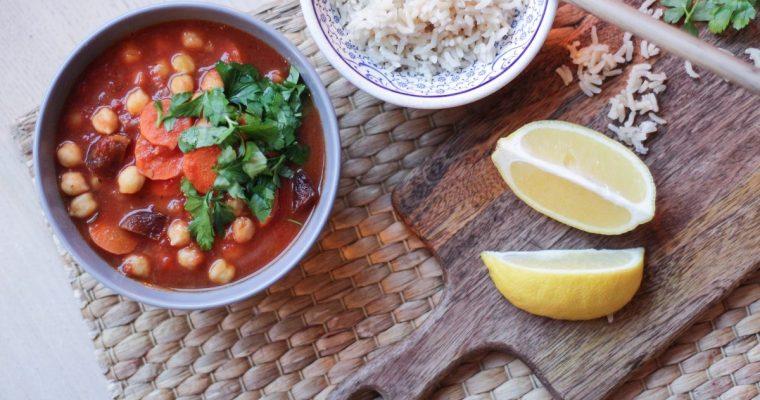 Avinžirnių ir morkų troškinys su džiovintais abrikosais (Maroko motyvais)