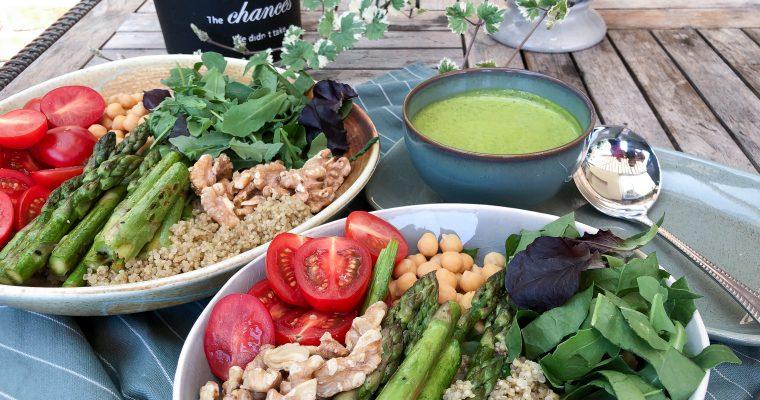 Salotų dubuo su šparagais ir bolivine balanda