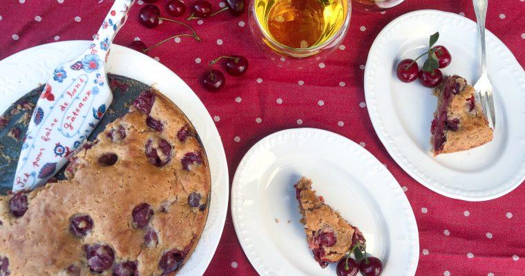 Lengvai pagaminamas veganiškas vyšnių pyragas