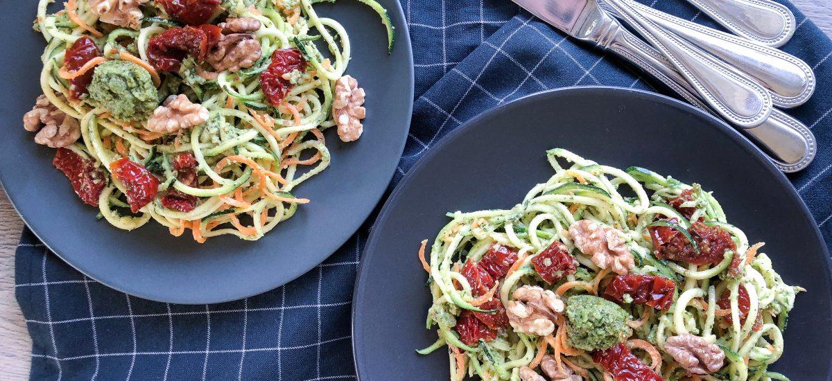 Cukinijų ir morkų spagečiai su migdolų pesto