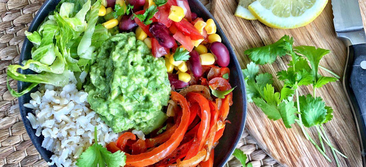 Salotų dubuo meksikietiškais motyvais